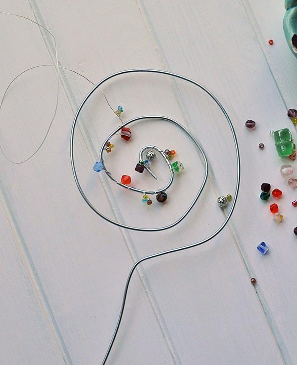 Perlen und Draht Blumenstecker DIY