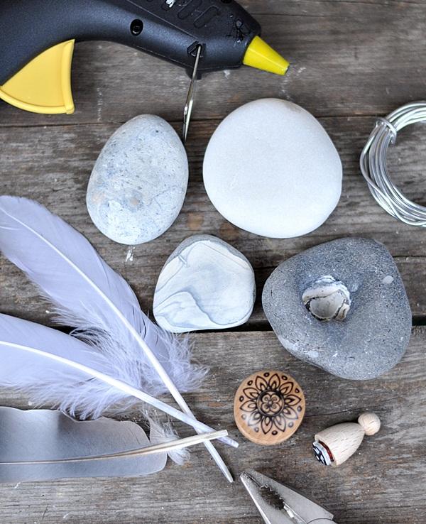 DIY Deko aus Steinen und Federn