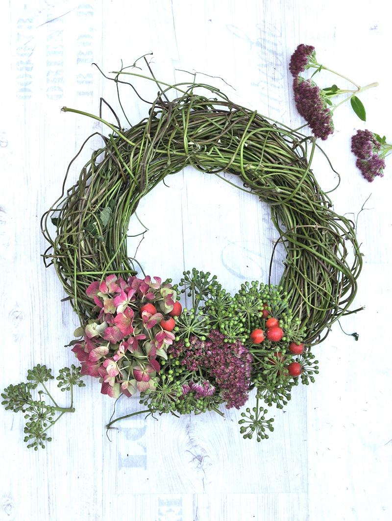 Türkranz mit Hopfen und Blüten