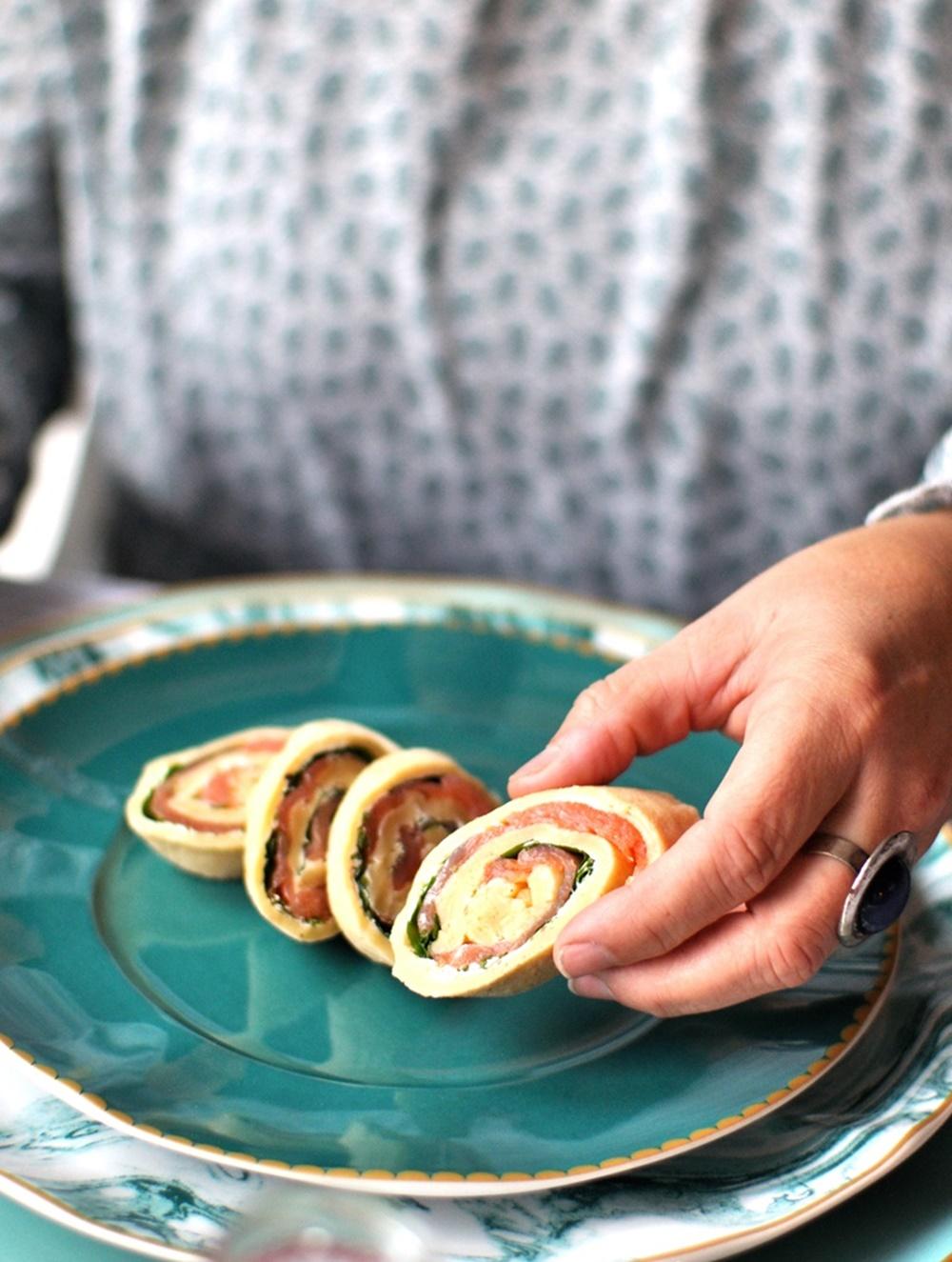 Lachs-Pfannkuchenröllchen