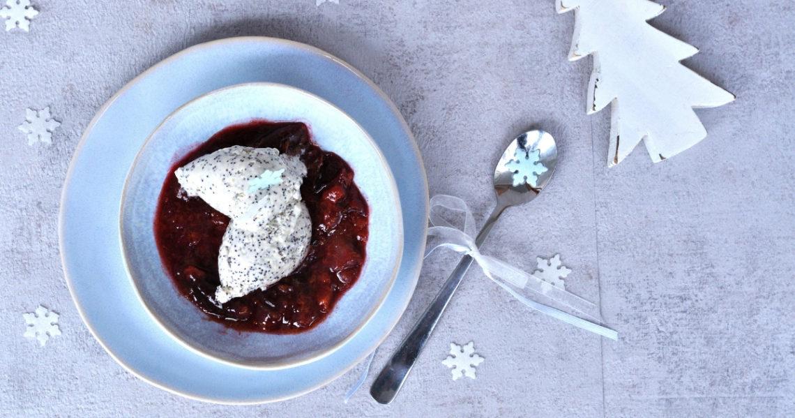 Dessert: weisse Mohn-mousse mit Zimtpflaumen