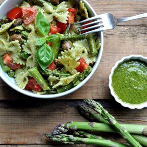 gruener Spargel im Nudelsalat