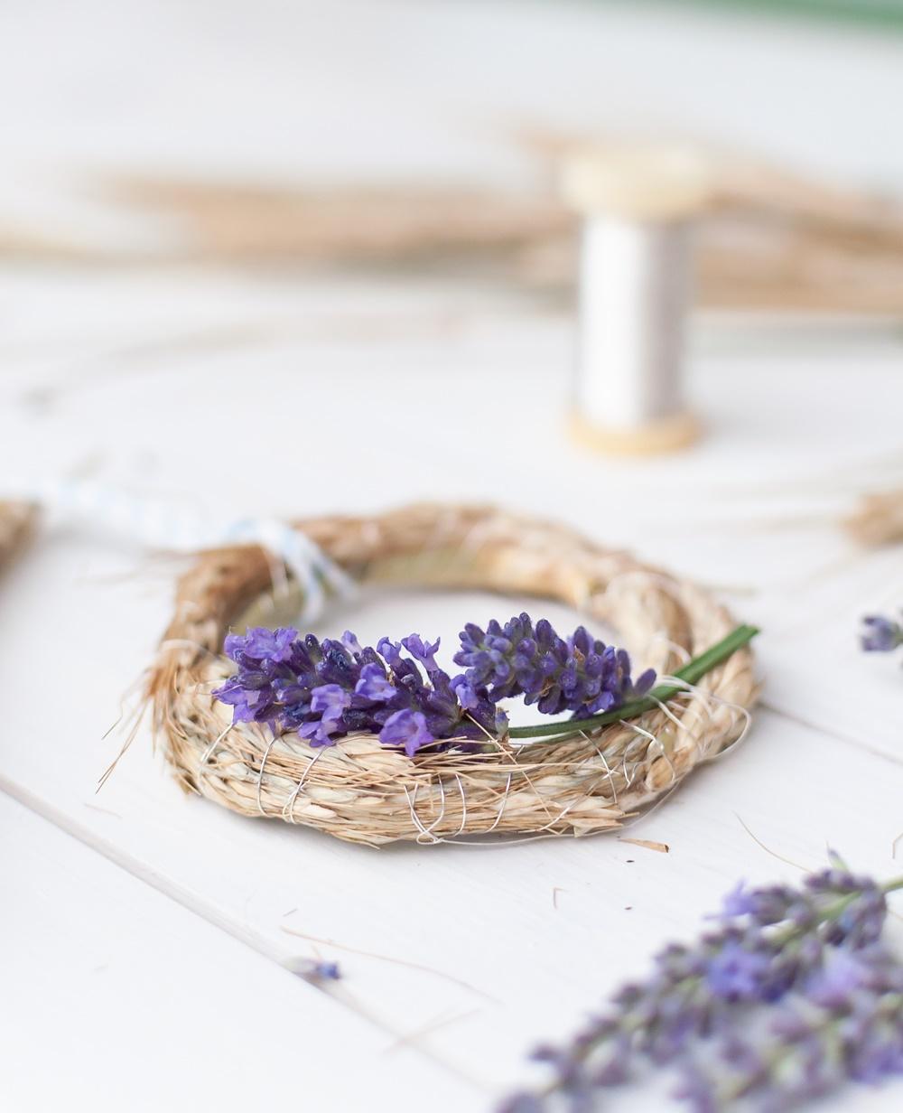 Kranz aus Ähren mit Lavendel