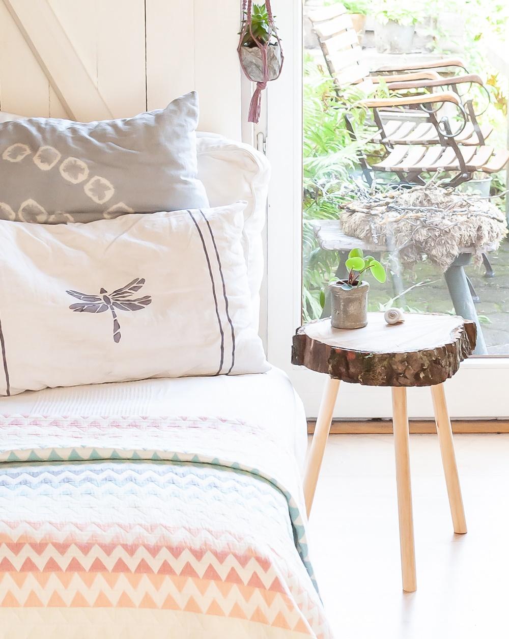 Sofa und Beistelltisch