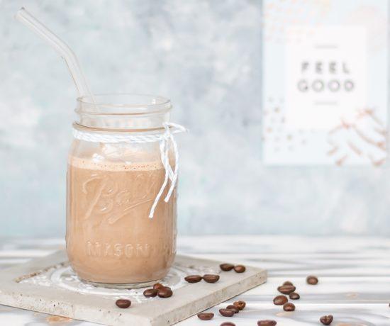 Frühstücks Smoothie mit Kaffee wahlweise vegan