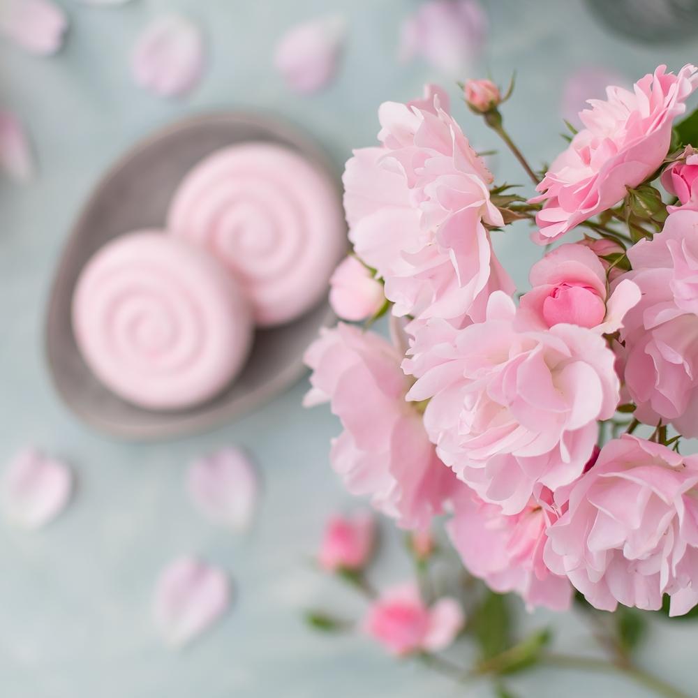Rosen und festes Shampoo