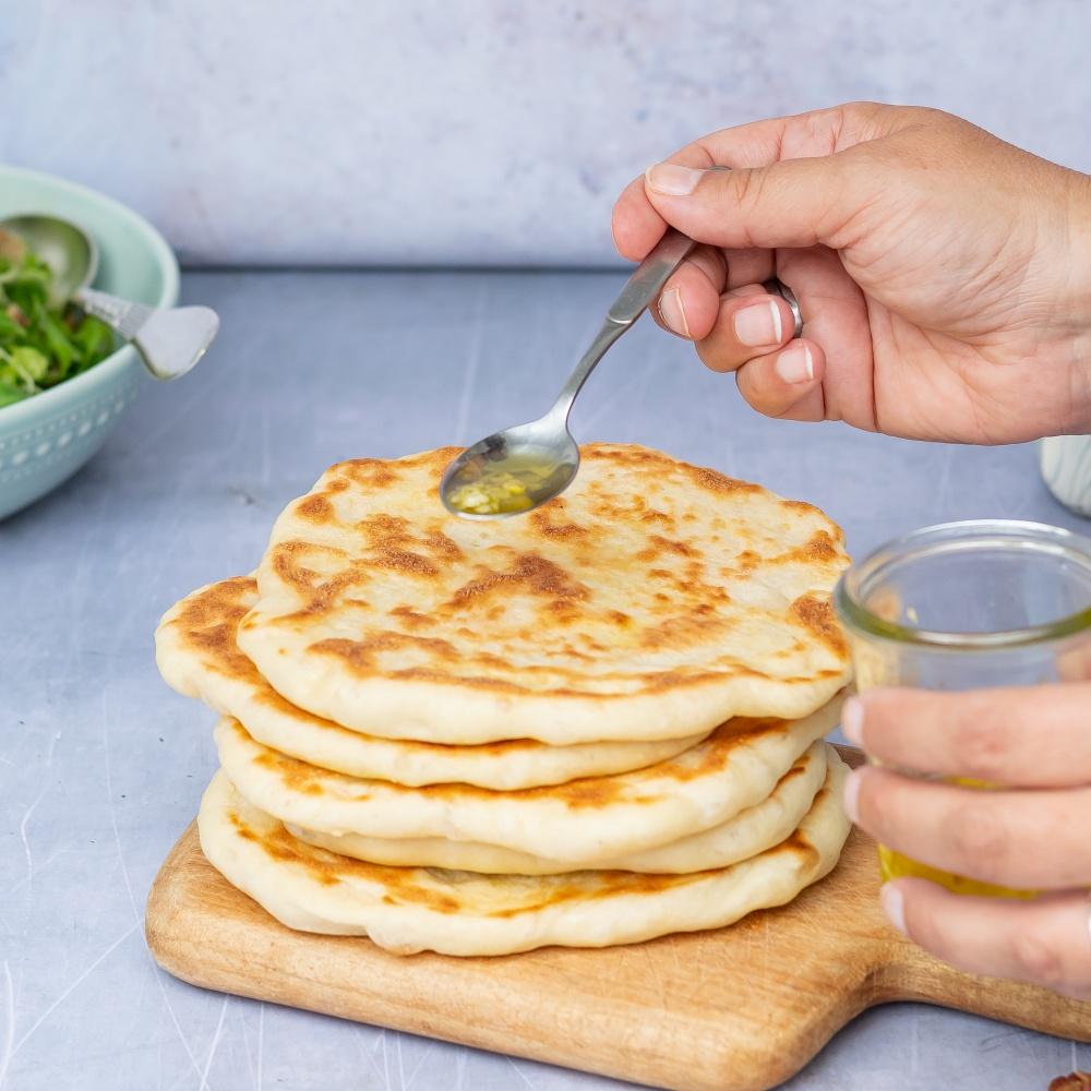 Naan Brot mit Knoblauch Öl