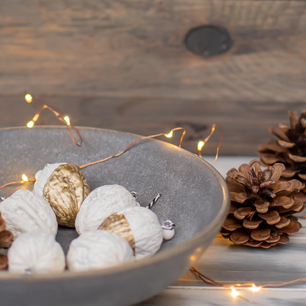 Weihnachtsnüsse in einer Schale