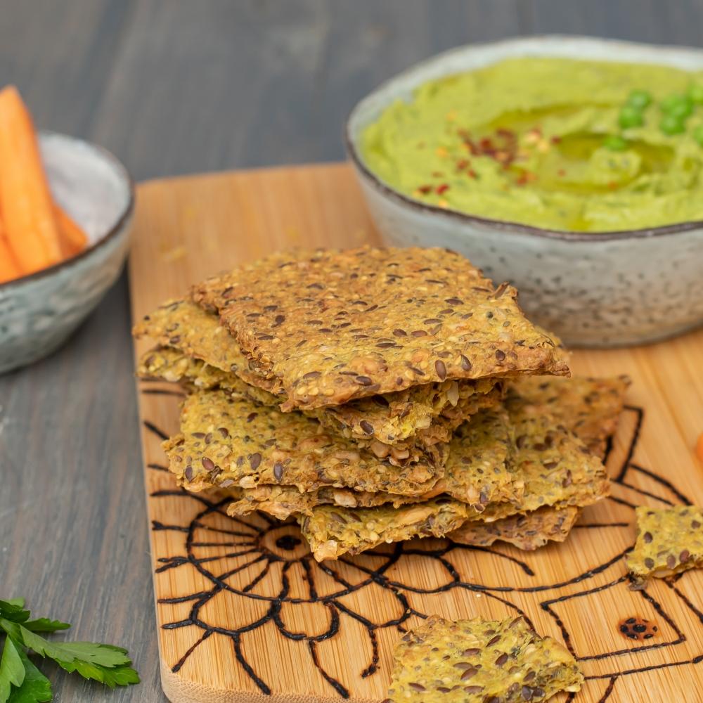 Knäckebrot und Erbsen Hummus selber machen