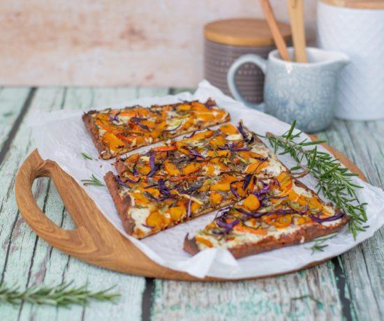 low carb flammkuchen mit kürbis und rotkohl rezept